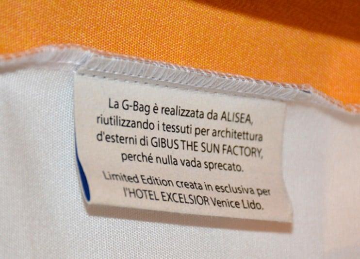 """L'etichetta interna racconta il materiale con cui è realizzata la """"THE G-BAG"""""""